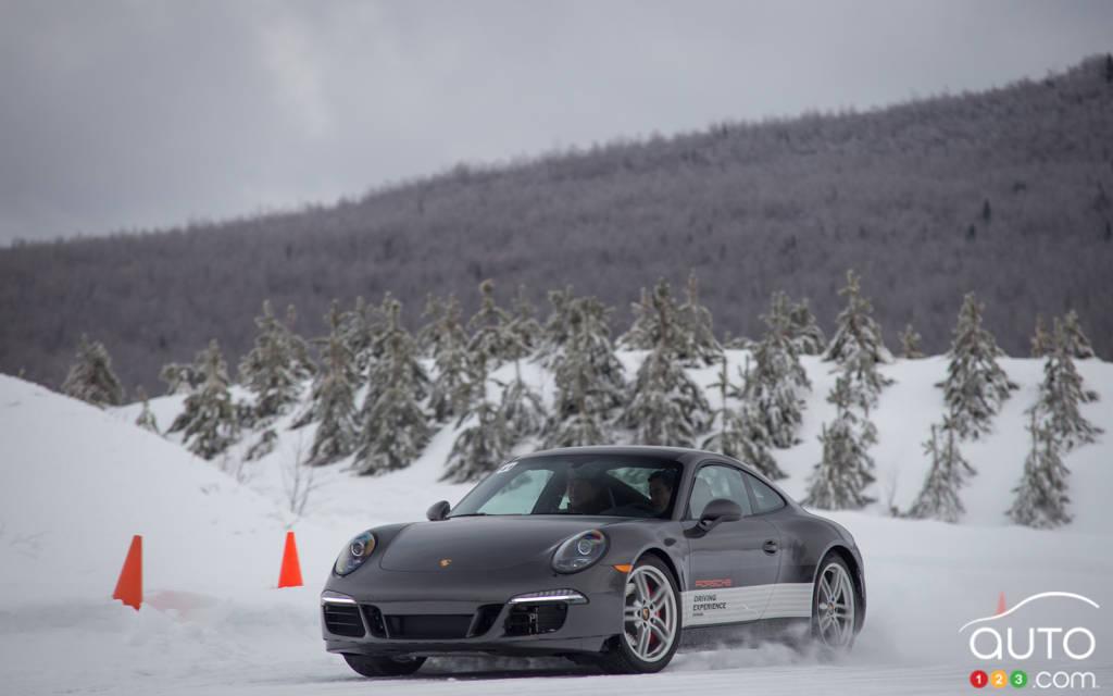 porsche et ses cours de conduite hivernale un beau cadeau actualit s automobile auto123. Black Bedroom Furniture Sets. Home Design Ideas