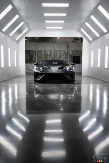 {u'en': u'New 2017 Ford GT rolls off the assembly line'}