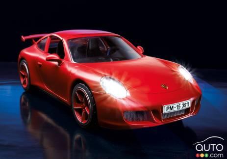 {u'fr': u'Une Porsche 911 Carrera S jouet'}
