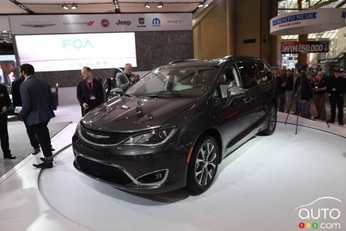 {u'fr': u'Chrysler Pacifica 2017'}