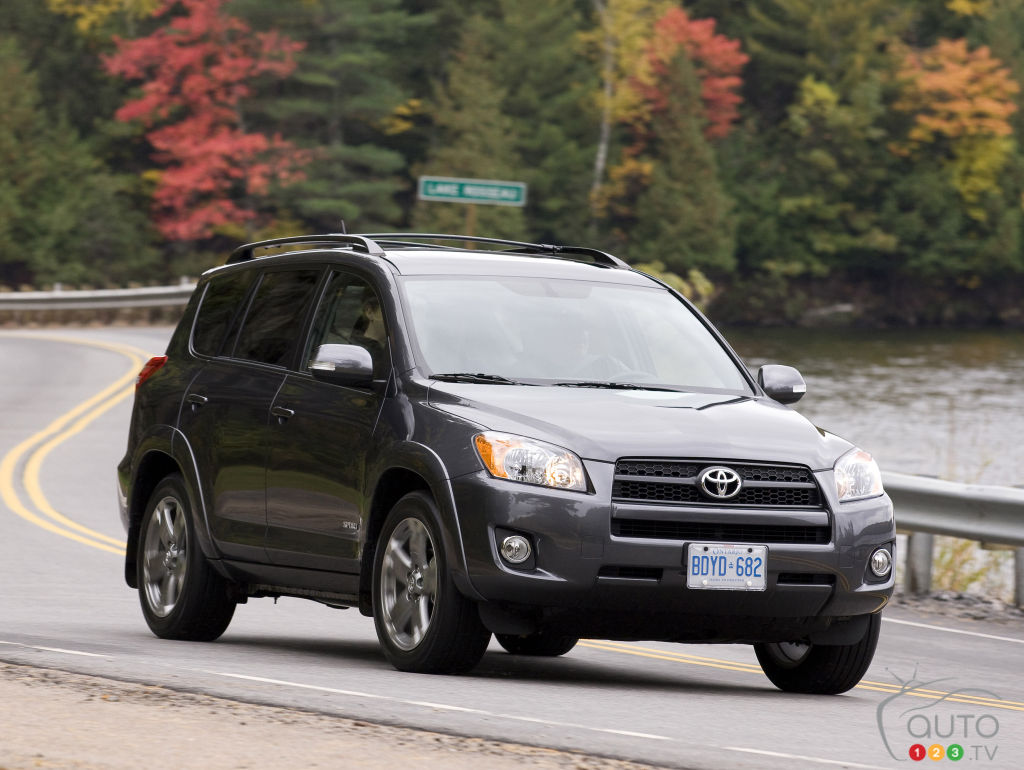 nearly 150 000 toyota rav4 vehicles recalled in canada. Black Bedroom Furniture Sets. Home Design Ideas