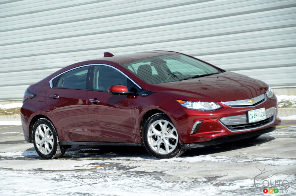 2016 chevy volt takes on the winter challenge car reviews auto123. Black Bedroom Furniture Sets. Home Design Ideas