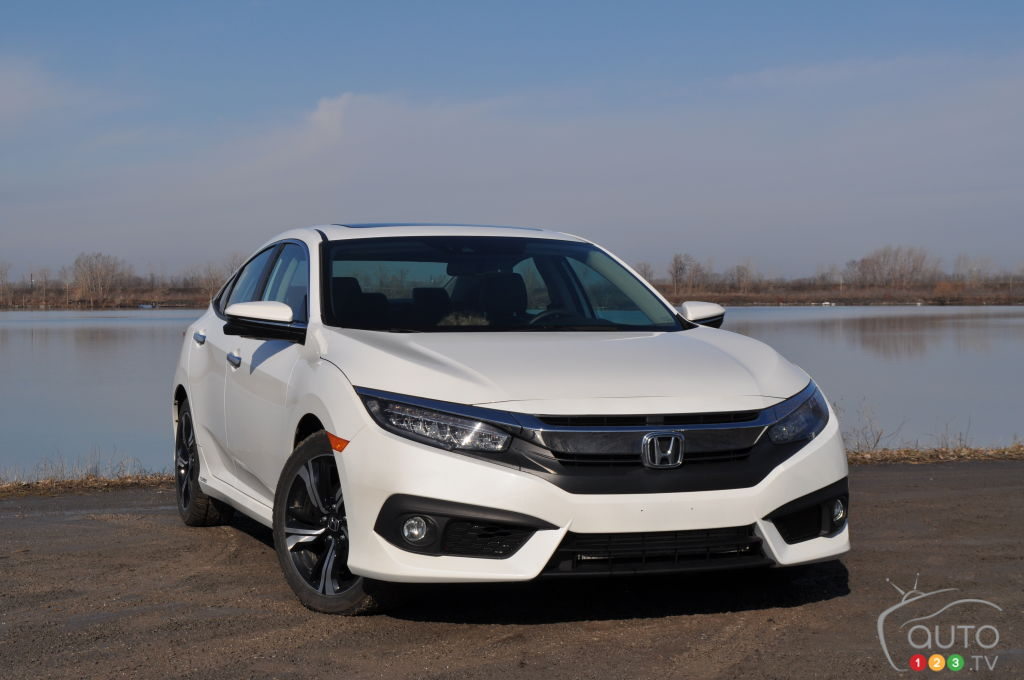 2016 honda civic touring is simply amazing car reviews auto123. Black Bedroom Furniture Sets. Home Design Ideas