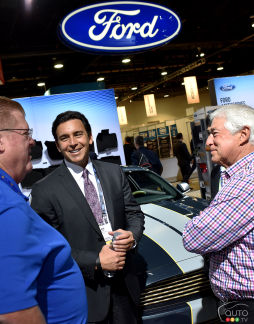 {u'fr': u'Le PDG de Ford, Mark Fields (au centre), NADA 2016'}