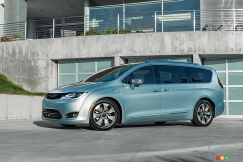 {u'en': u'The 2017 Chrysler Pacifica Plug-In Hybrid'}