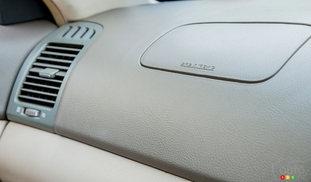 de nouveaux rappels pour les coussins takata actualit s automobile auto123. Black Bedroom Furniture Sets. Home Design Ideas