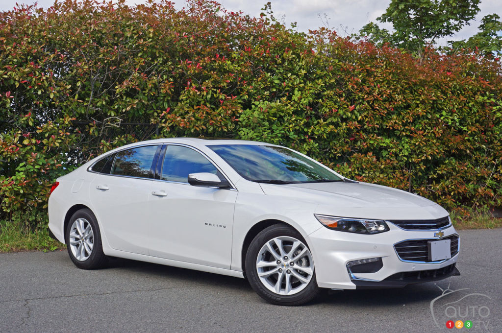 2016 chevy malibu hybrid and class leading economy car for Motor city road test