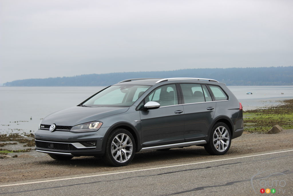 2017 vw golf sportwagon alltrack prepared to wow canadians car news auto123. Black Bedroom Furniture Sets. Home Design Ideas
