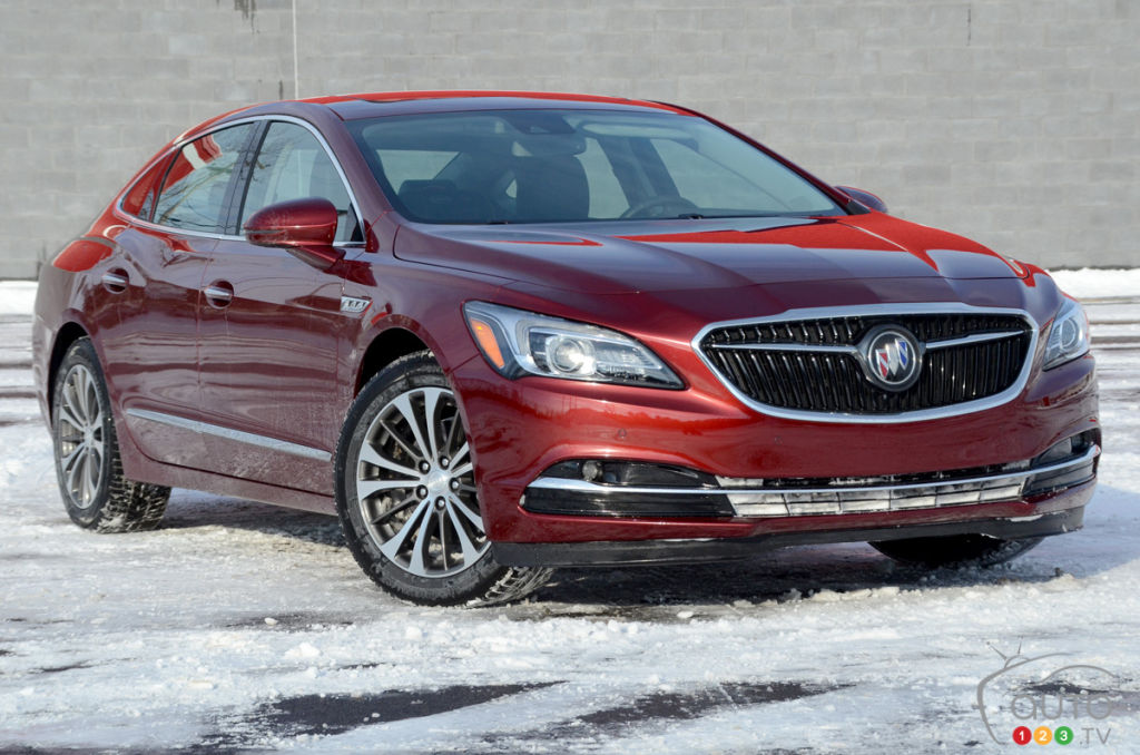 2017 buick lacrosse aims to buck the trend car news auto123. Black Bedroom Furniture Sets. Home Design Ideas