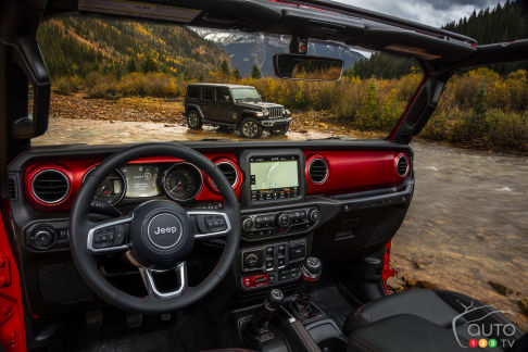 {u'fr': u'Int\xe9rieur du Jeep Wrangler 2018'}