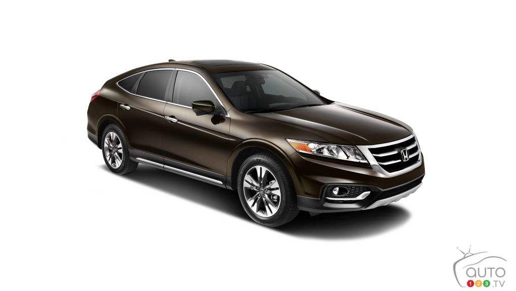 the honda crosstour about to return car news auto123. Black Bedroom Furniture Sets. Home Design Ideas