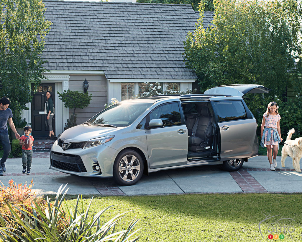 2018 toyota sienna overview and pricing car news auto123. Black Bedroom Furniture Sets. Home Design Ideas