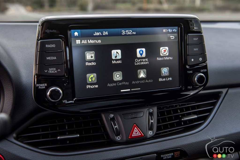 android auto apple carplay offered in more hyundai models car news auto123. Black Bedroom Furniture Sets. Home Design Ideas