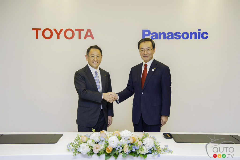 Toyota mulling battery production for EVs with Panasonic