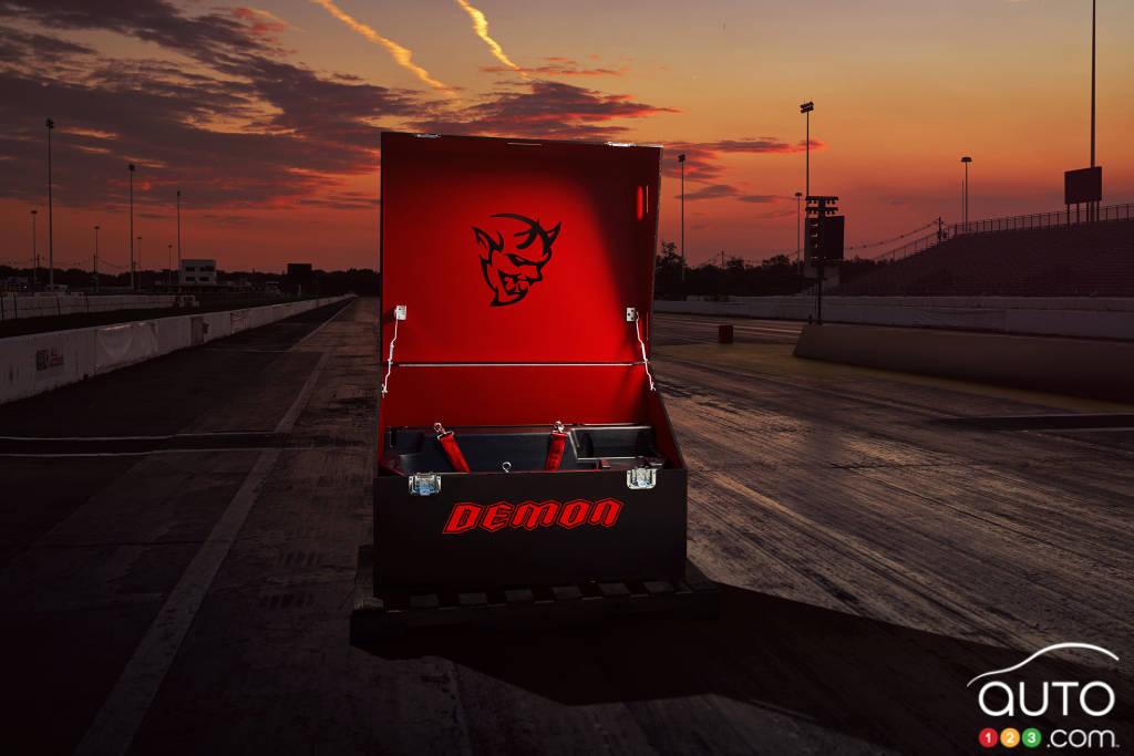 2018 Dodge Challenger SRT Demon teaser 4 | Car News | Auto123