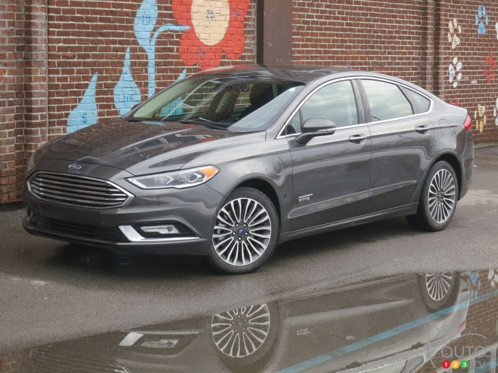 2017 Ford Fusion Energi Se A Green Car Worth Considering Car Reviews Auto123