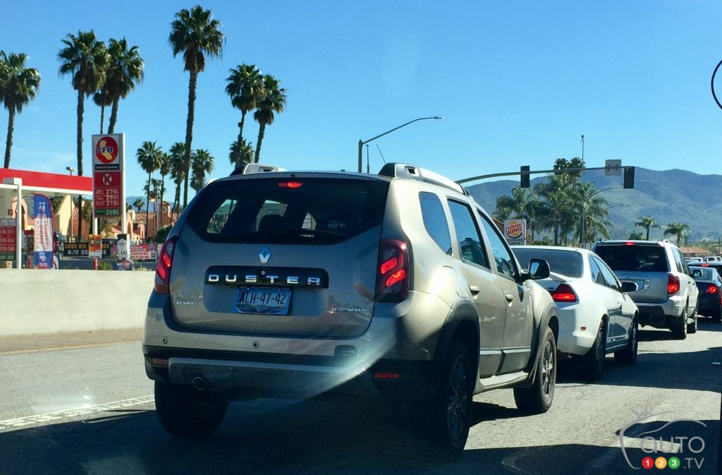 renault duster spotted on california streets industry auto123. Black Bedroom Furniture Sets. Home Design Ideas