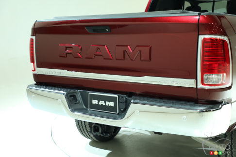 {u'en': u'2017 Ram 2500 Limited with body-coloured lettering on the tailgate'}