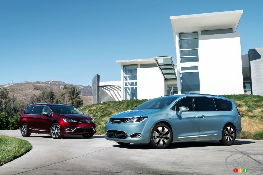 A More Affordable Chrysler Pacifica Hybrid On The Way Car News Auto123