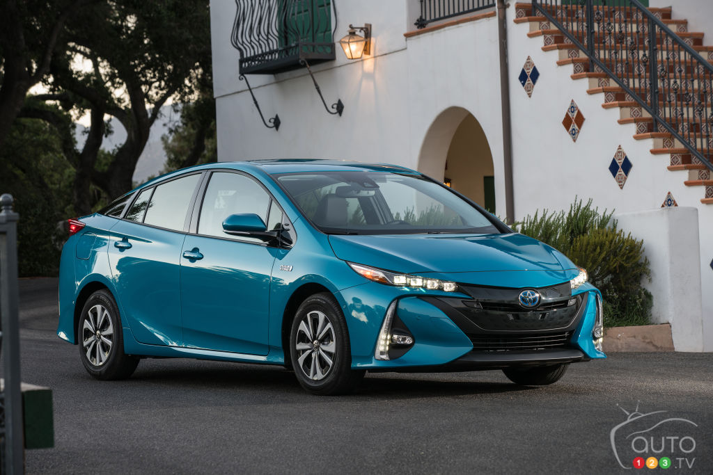 2017 toyota prius prime to be sold in quebec only car news auto123. Black Bedroom Furniture Sets. Home Design Ideas