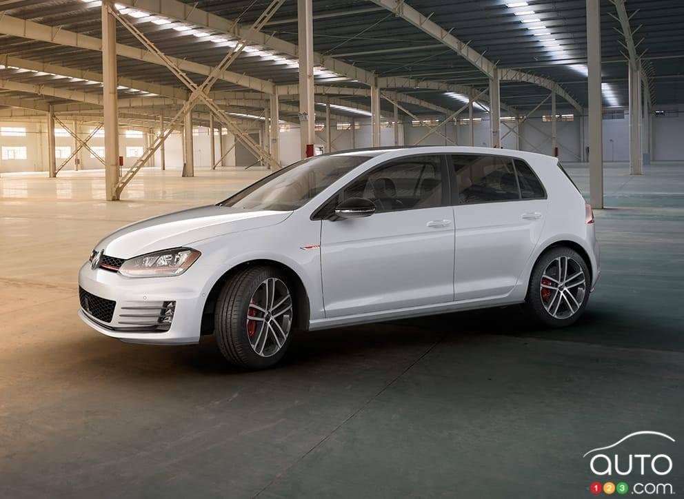 2017 vw golf gti and golf r still standard setters car reviews auto123. Black Bedroom Furniture Sets. Home Design Ideas