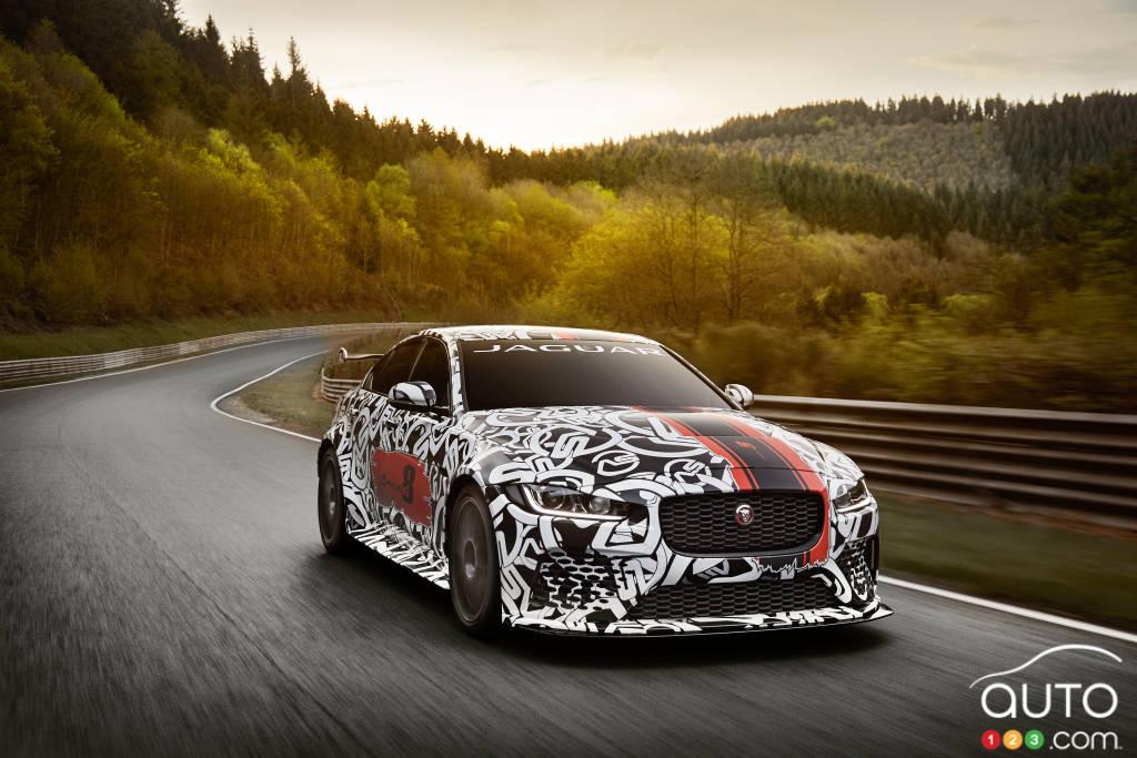 Nouveaux modèles / VIDÉO - Jaguar XE SV Project 8 : 300 et 600