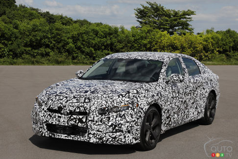 "{u'en': u""Here's how the new 2018 Honda Accord shapes up""}"