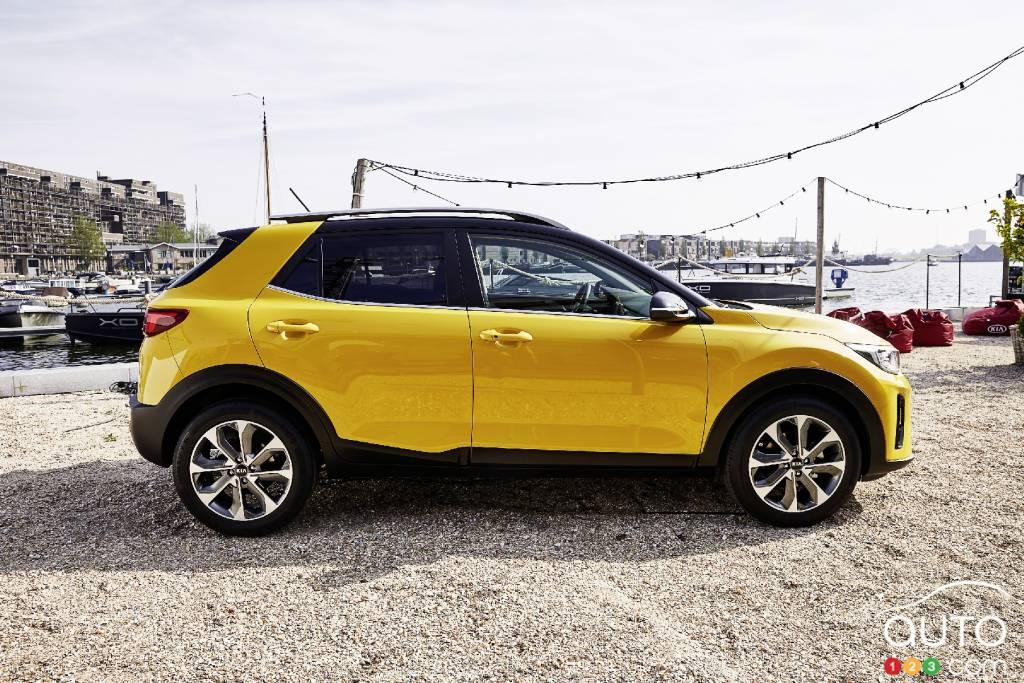 2018 kia niro canada. Beautiful Niro The Allnew Kia Stonic Subcompact SUV Makes Its Debut  Car News Auto123 On 2018 Kia Niro Canada
