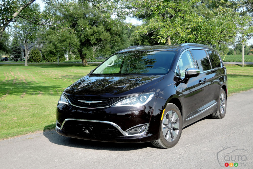 2017 chrysler pacifica hybrid our road trip to maine car news auto123. Black Bedroom Furniture Sets. Home Design Ideas