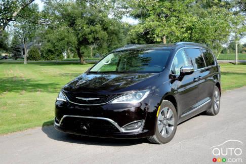 {u'fr': u'Chrysler Pacifica hybride 2017'}