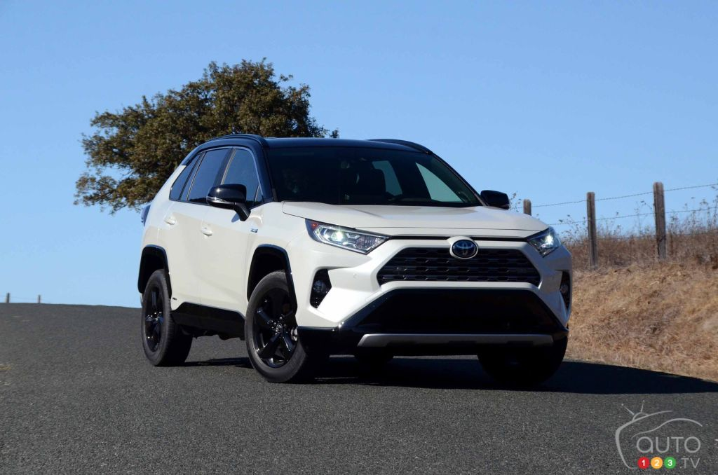 2019 toyota rav4 first drive car reviews auto123. Black Bedroom Furniture Sets. Home Design Ideas