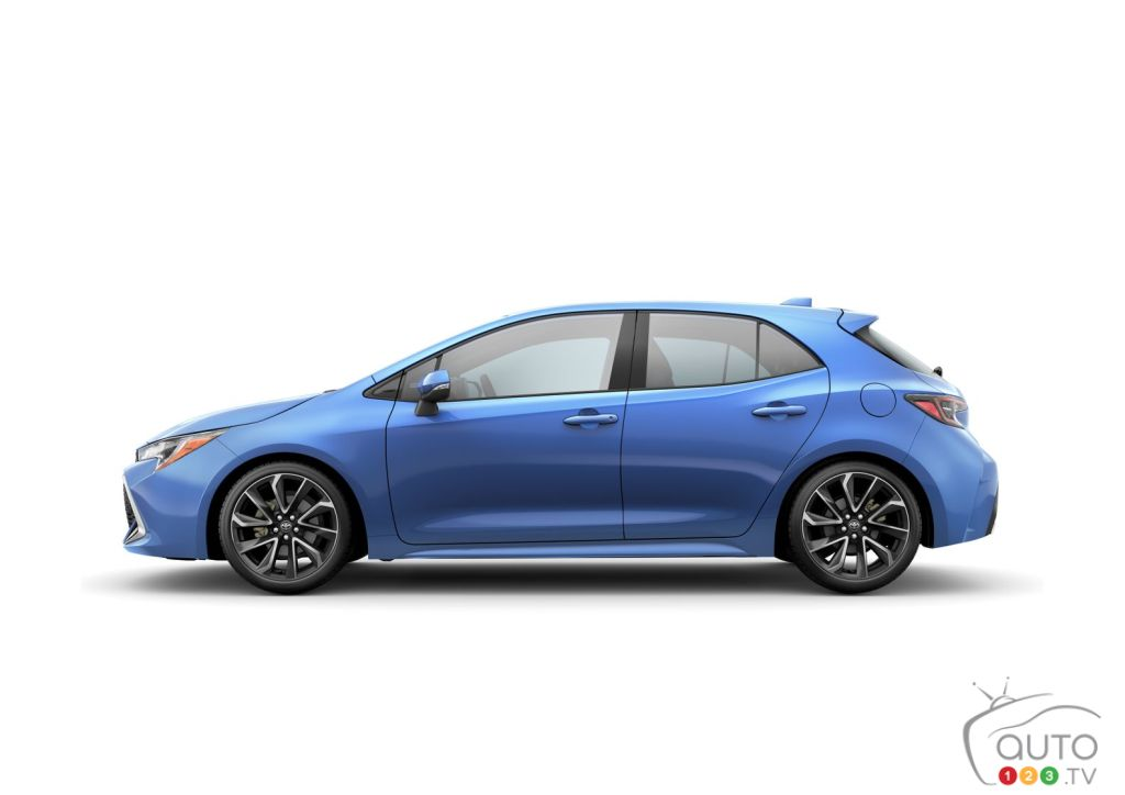 First Images Of The 2019 Toyota Corolla Hatchback Car News Auto123