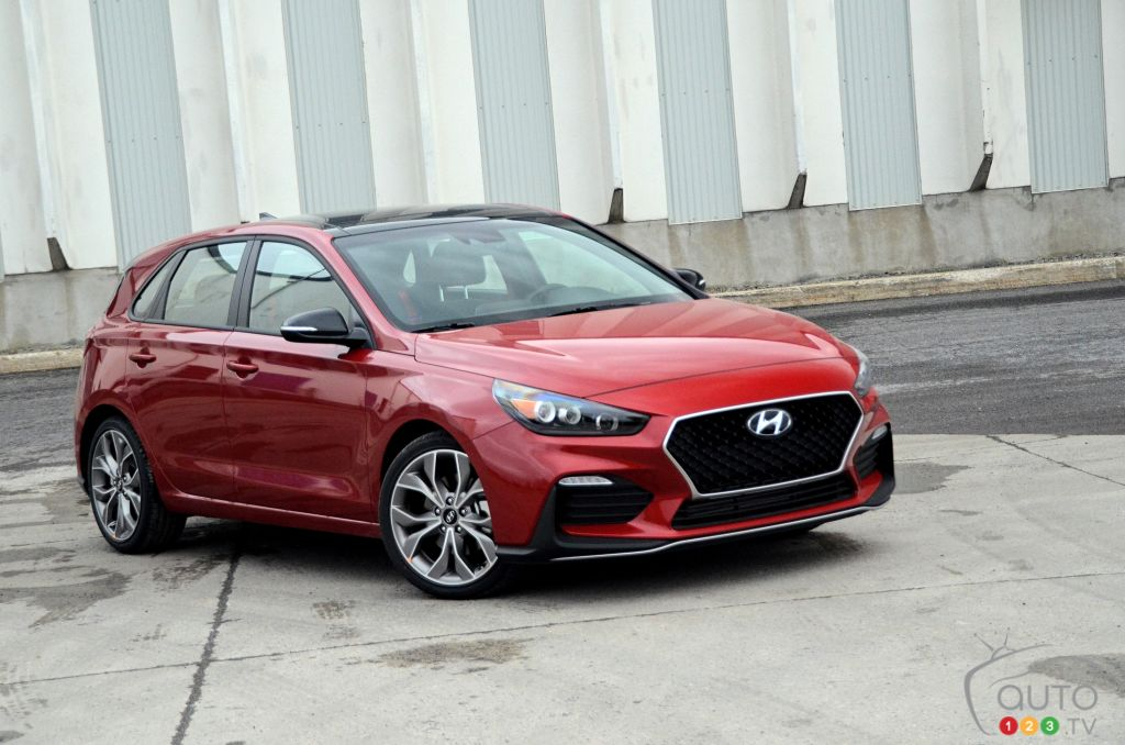 2019 hyundai elantra gt n line review car reviews auto123 auto123