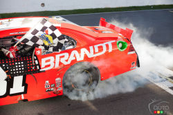 NASCAR Canadian Tire Series: Tires video (french): Like all vehicles, stock cars run on tires, round and black, but have no groove. The handling of the race car is greatly influenced by the inflation pressure of the tires.