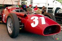 Auto racing icon: Maserati 250F video (french): Behold the legendary Maserati 250F, once driven by racing great Sir Stirling Moss. Let Auto123.com's Racing Editor, René Fagnan, present this formidable machine.