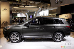 Infiniti's new seven-passenger crossover made its Canadian debut at the Montreal Auto Show. The 2013 Infiniti JX joins the Japanese luxury brand's lineup, slotting between the EX and FX crossovers. It's powered by a 265-hp, 3.5L V6.