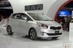 Hello, beautiful! - Kia was a special guest at the Toronto Auto Show, where it unveiled the second-generation 2014 Rondo. This small minivan boasts a very spacious interior and a 2.0L engine producing 164 hp and 158 lb-ft of torque.