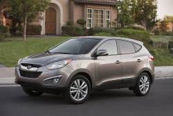 Sous le coup de l'émotion - Si je vous avais dit, il y a quelques années seulement, que l'émotion seule suffirait à vous faire acheter une voiture coréenne. Ça pourrait effectivement vous arriver à la vue du tout nouvel utilitaire sport de la famille, le Hyundai Tucson.