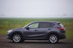 Pas de doute, le Mazda CX-5 2015 est un très bon multisegment compact. Il séduit vite par son design extérieur et sa conduite. En poursuivant notre essai routier à long terme, nous avons recueilli de bons commentaires sur ses qualités dynamiques et sa consommation d'essence, mais nous nous sommes également attardés à son habitacle.