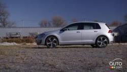 Certains diront que nous avons un parti pris, mais nous pensons que la Volkswagen Golf GTI 2016 complètement redessinée est plus attrayante que jamais. Elle est plus légère, plus rapide, plus puissante et malgré tout, encore éconergétique. Au volant ou dans le siège du passager de cette petite bombe, la fine pointe de la technologie de Volkswagen est à votre portée. Le système d'infodivertissement CarPlay entièrement repensé est offert de série.