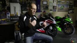 Follow Moto123.com's journalist Pascal Bastien in this video as he takes a stock ZX-6R 2013 and makes all the necessary changes to make it race-ready for a national championship. Steps include engine performance, design and weight as well as suspension.