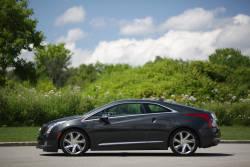 L'ELR est un nouveau véhicule électrique à autonomie prolongée qui reprend vaguement le concept de la Chevrolet Volt. Toutefois, elle s'adresse à une clientèle émergente : les acheteurs de voitures de luxe qui se soucient de l'environnement.