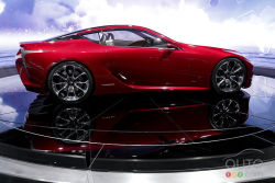 "Video of the Lexus LF-LC Concept at the 2012 Detroit auto show: A new era for Toyota ? - Beneath the LF-LC Concept's lies a front-engine, rear-drive platform as well as a hybrid powertrain. Inside the car, we find lot of modern features, like 2 12.3"" LCD display screens, a pop-up touchscreen keyboard and several touch-sensitive surfaces to control power windows, seats and audio system."