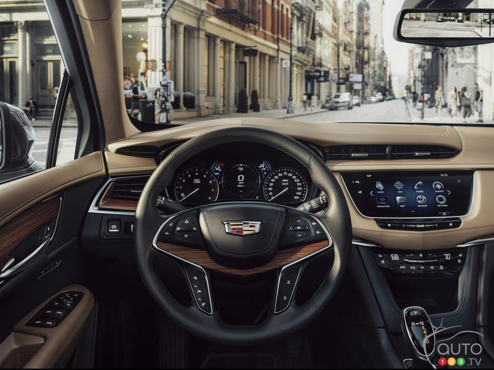 2017 Cadillac XT5 steering wheel
