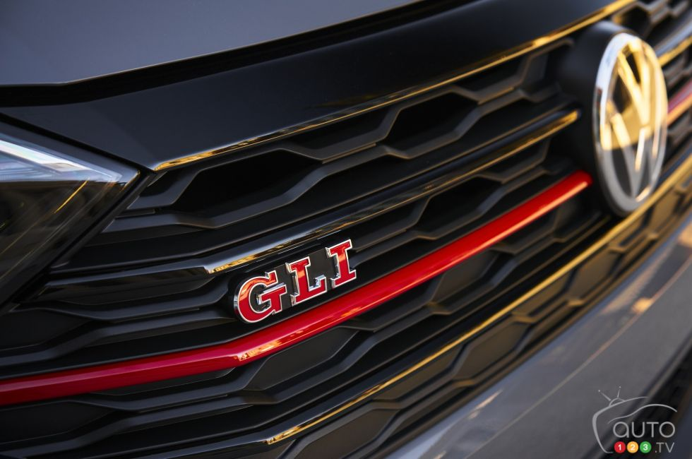 2019 Volkswagen Jetta GLI debuts at the Chicago Auto Show: Front logo