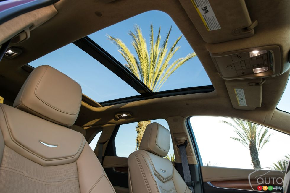 2017 Cadillac XT5 panoramic sunroof