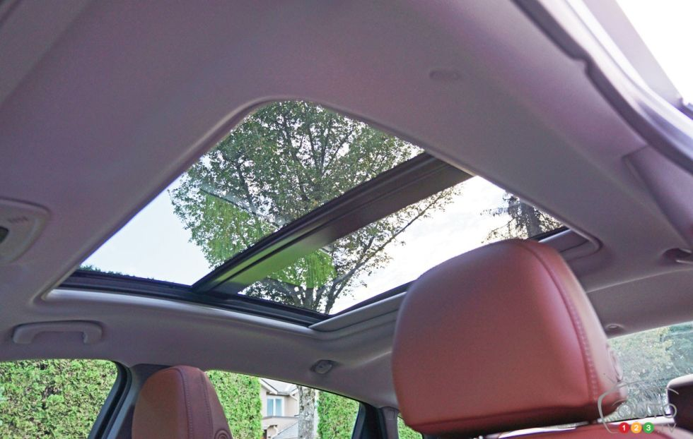 2016 Chevrolet Malibu Hybrid Panoramic Sunroof