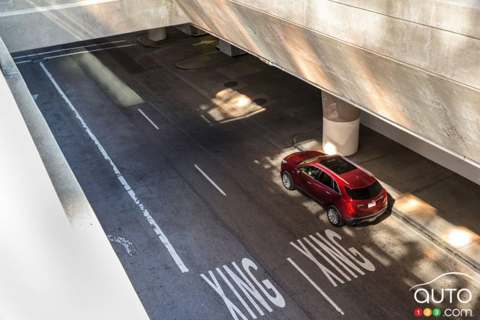 2017 Cadillac XT5 top view