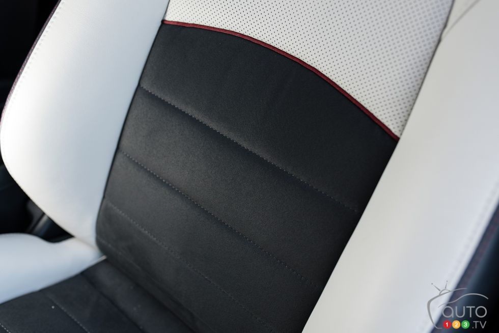2016 Mazda CX-3 GT front seats