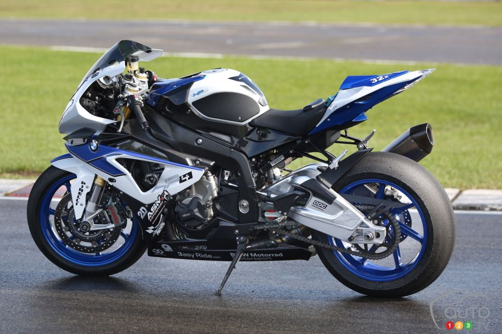 2013 BMW HP4 pictures on Auto123tv